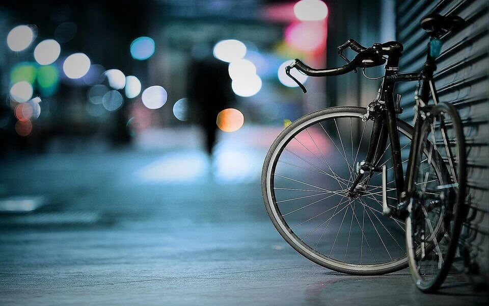 A bicycle next to a wall at night